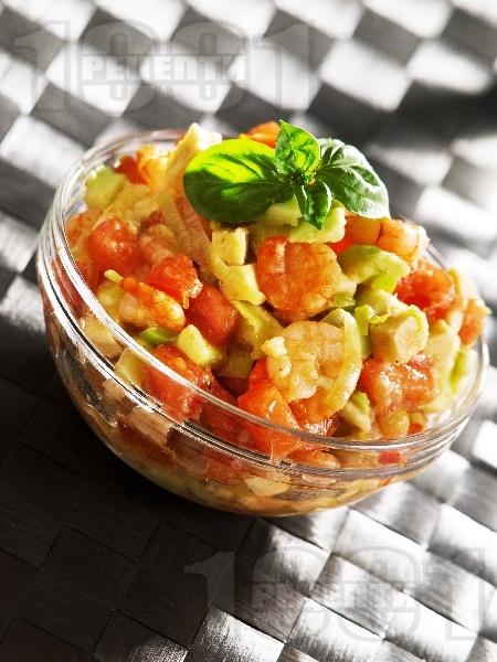 Салата от скариди, домати и авокадо - снимка на рецептата